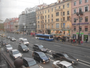 The Nevsky never sleeps. Sunday traffic